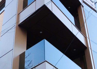Balcoane cu balustrada de sticla fumurie