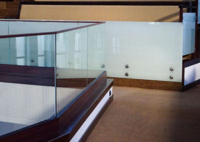 Balustrada cu profil inferior si cu buloane